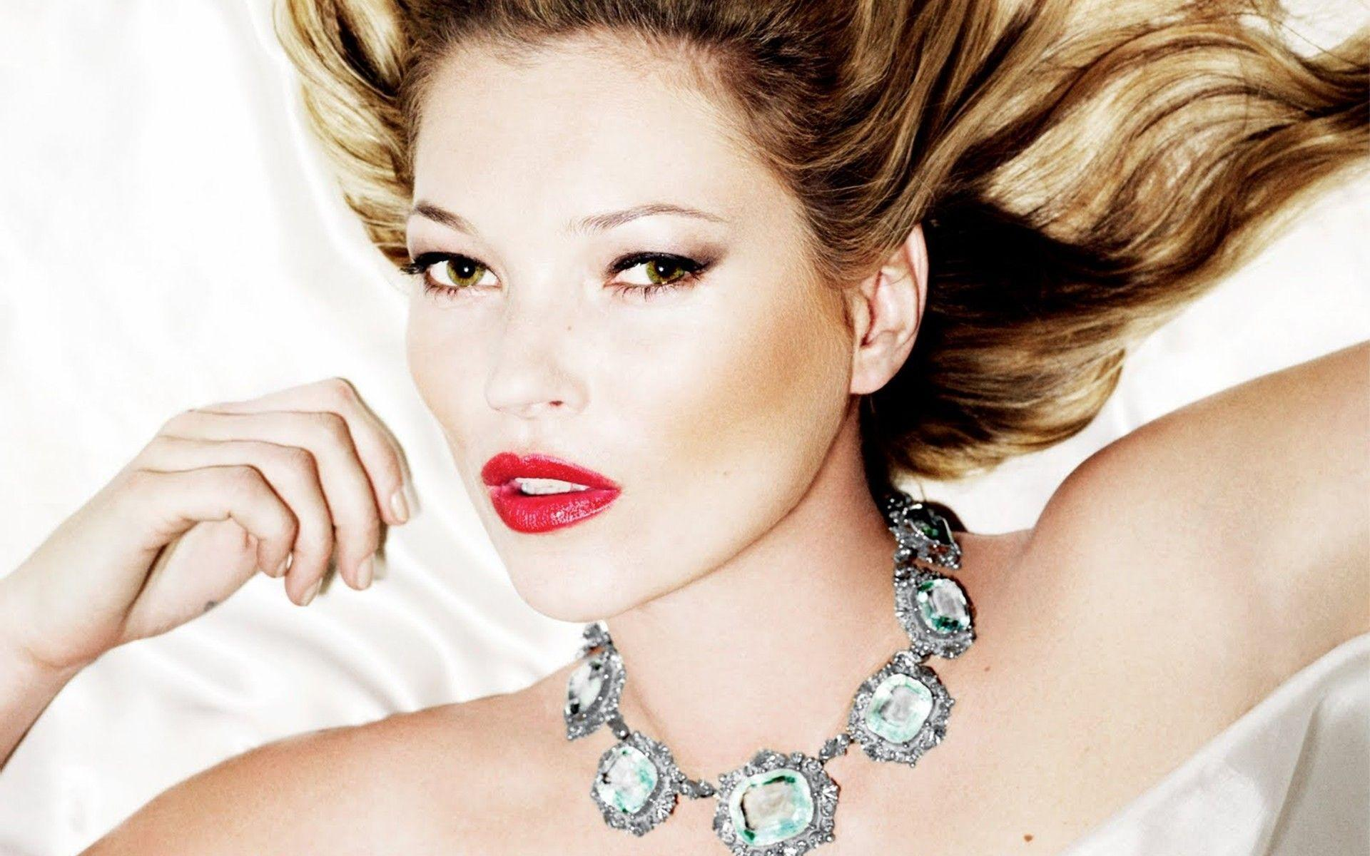 Kate Moss Vogue Uk August 2011 wallpapers