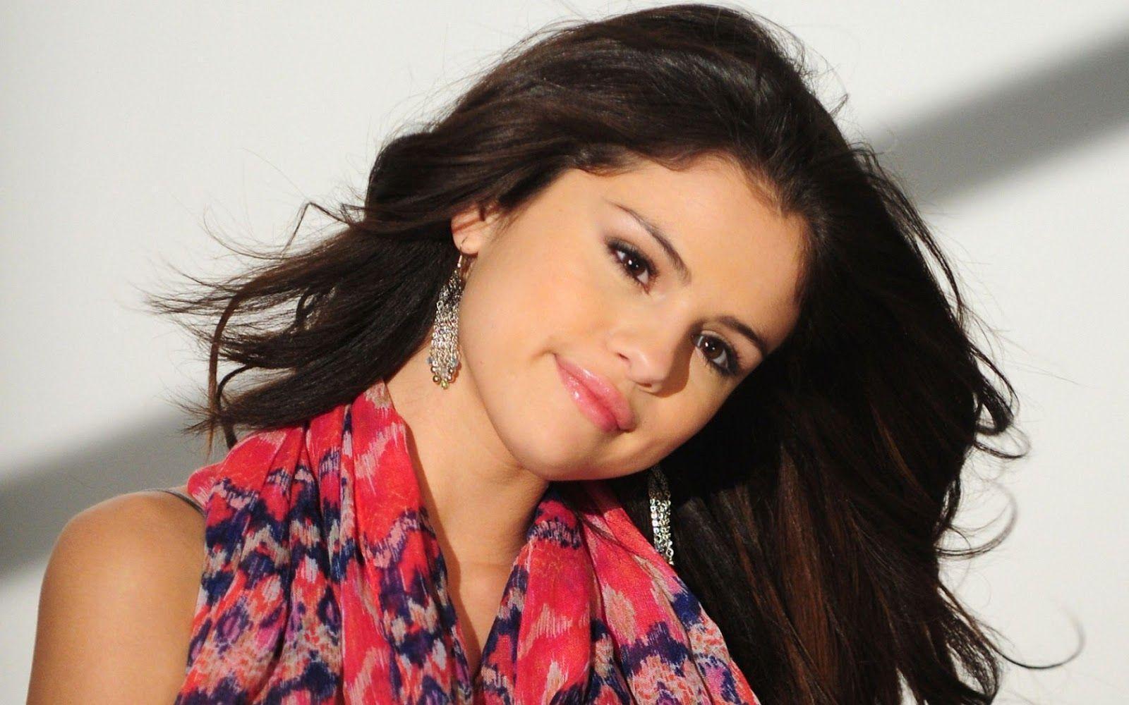 Killer Look Wallpapers: Selena Gomez Cool Hd Wallpapers