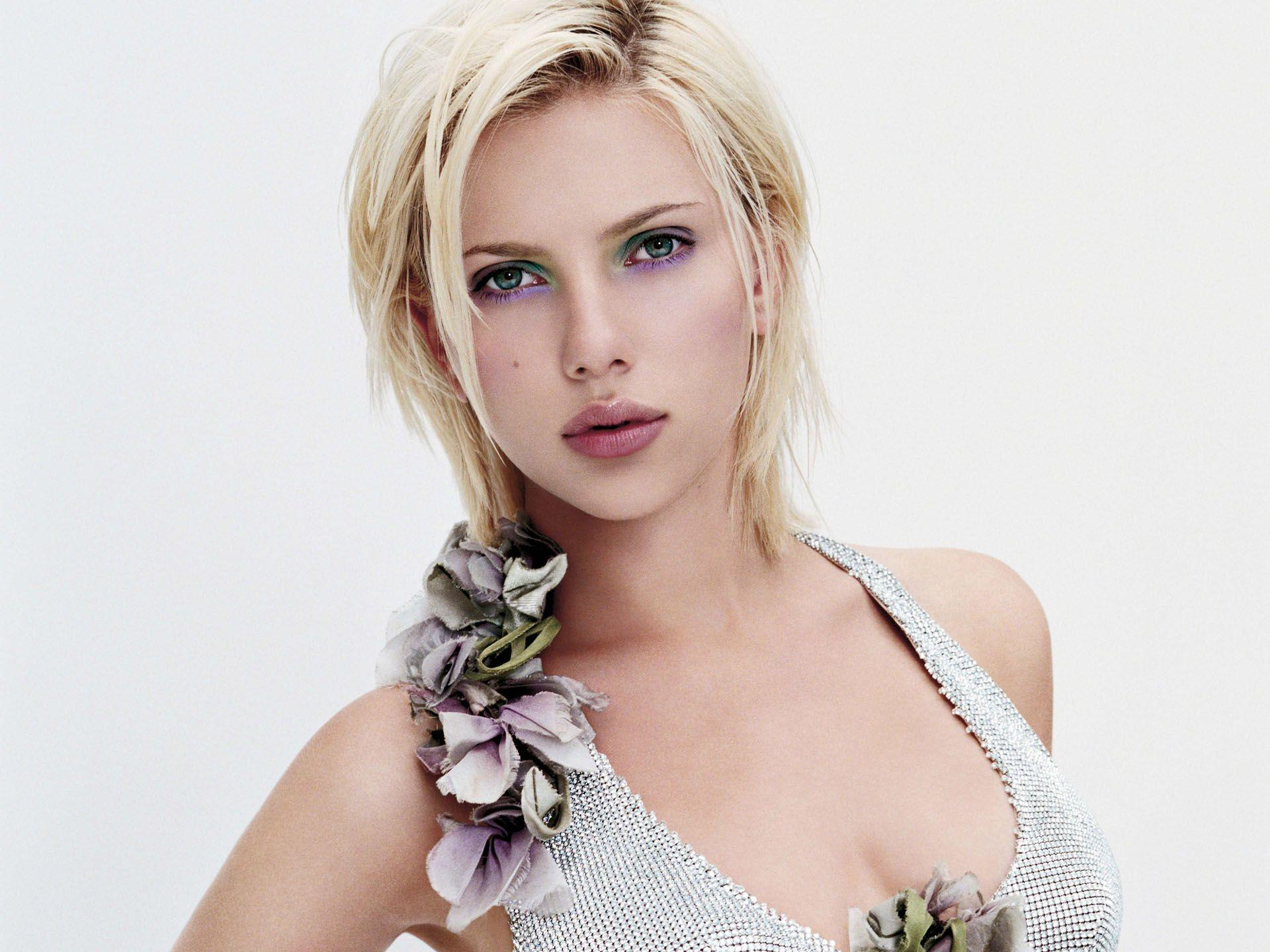 Scarlett Johansson Wallpaper 35 Backgrounds | Wallruru.