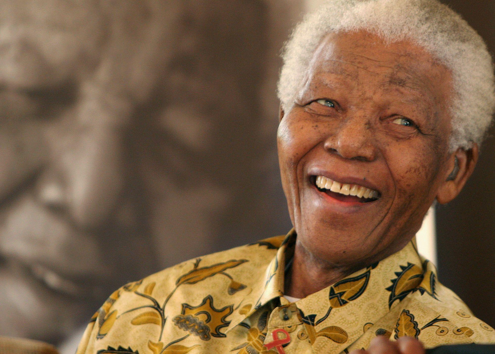 A Smile From Nelson Mandela - HD Wallpapers