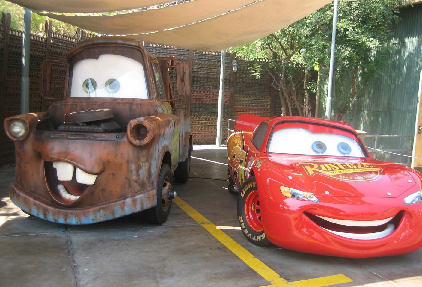 A Lightning McQueen Flash online racing game based on the DisneyPixar movie Cars  race against The King Chick Hicks Boost and Snot Rod