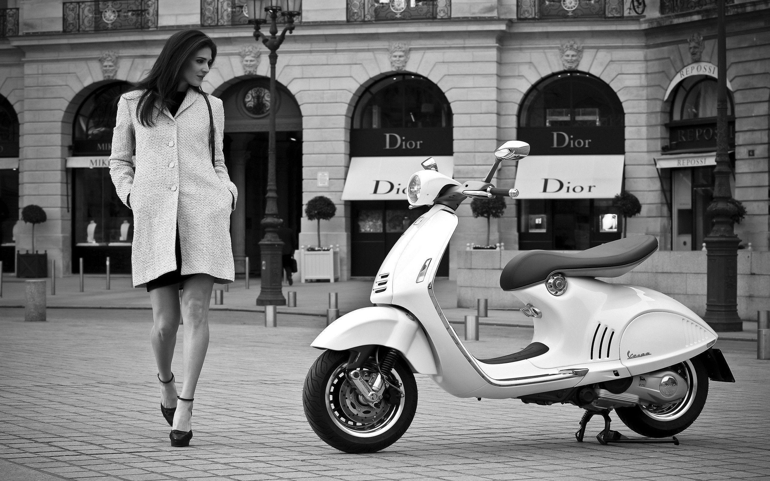 Vespa 946 Wallpaper HD : TimeDoll