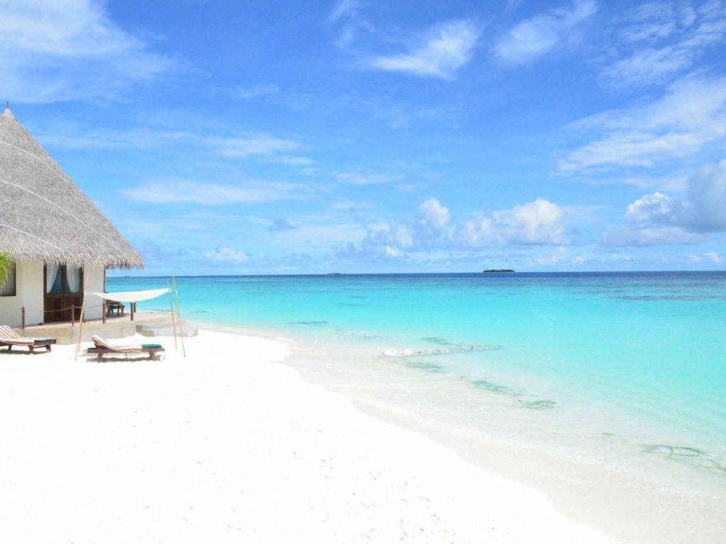 1024x768 Peaceful Beach Desktop PC And Mac Wallpaper