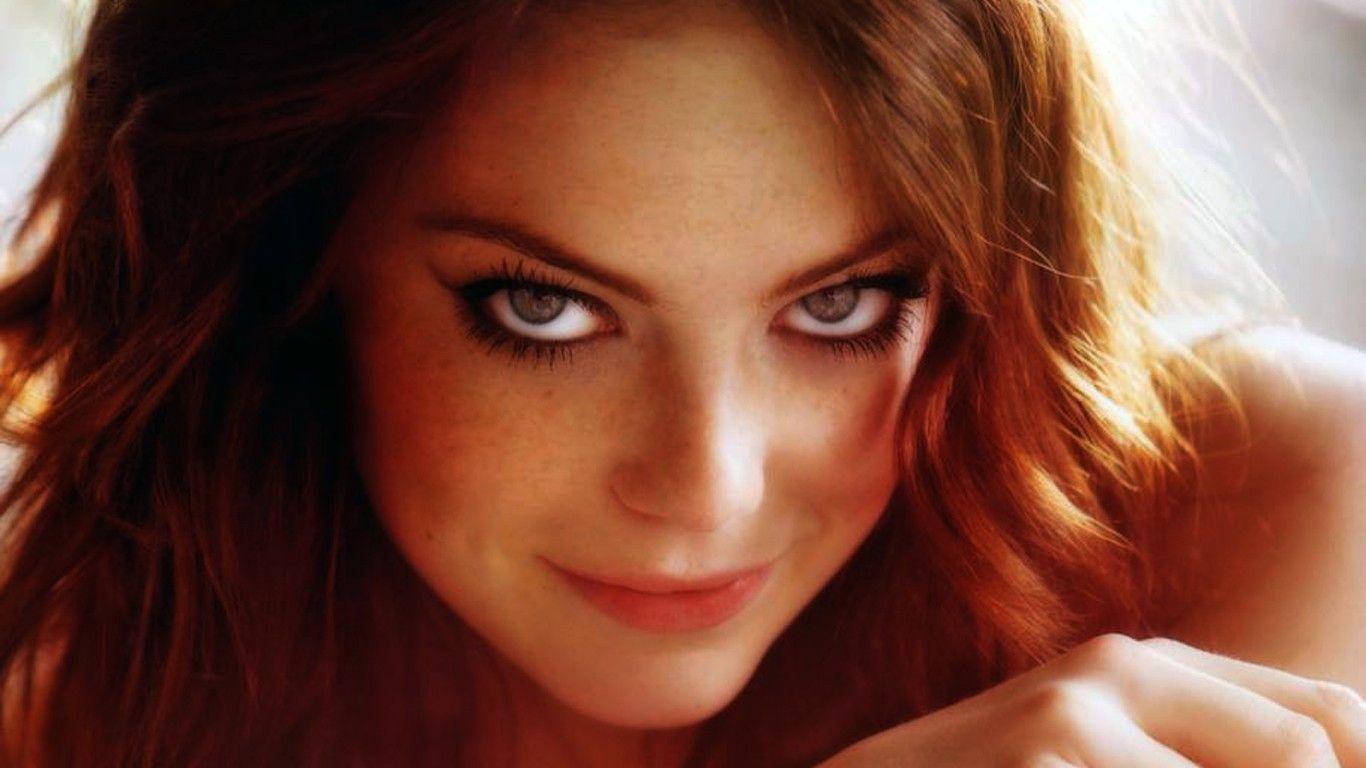 Emma Stone Wallpaper 1366x768 Beautiful Eyes #1369 Wallpaper ...