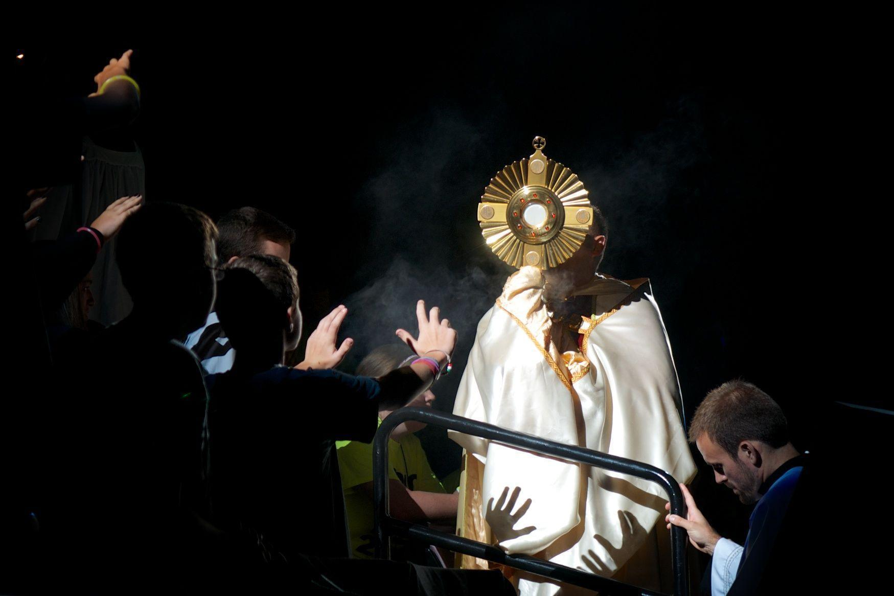 Image For > Eucharistic Adoration Monstrance