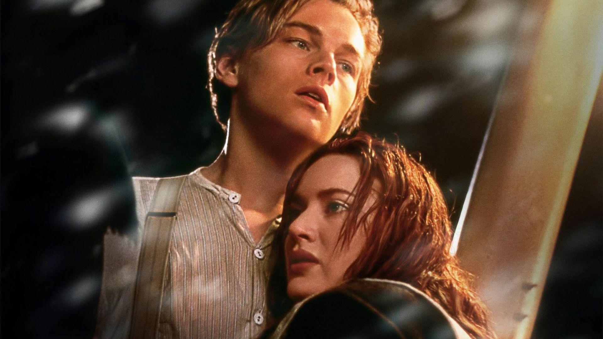 Leonardo DiCaprio and Kate Winslet in Titanic Wallpaper ...