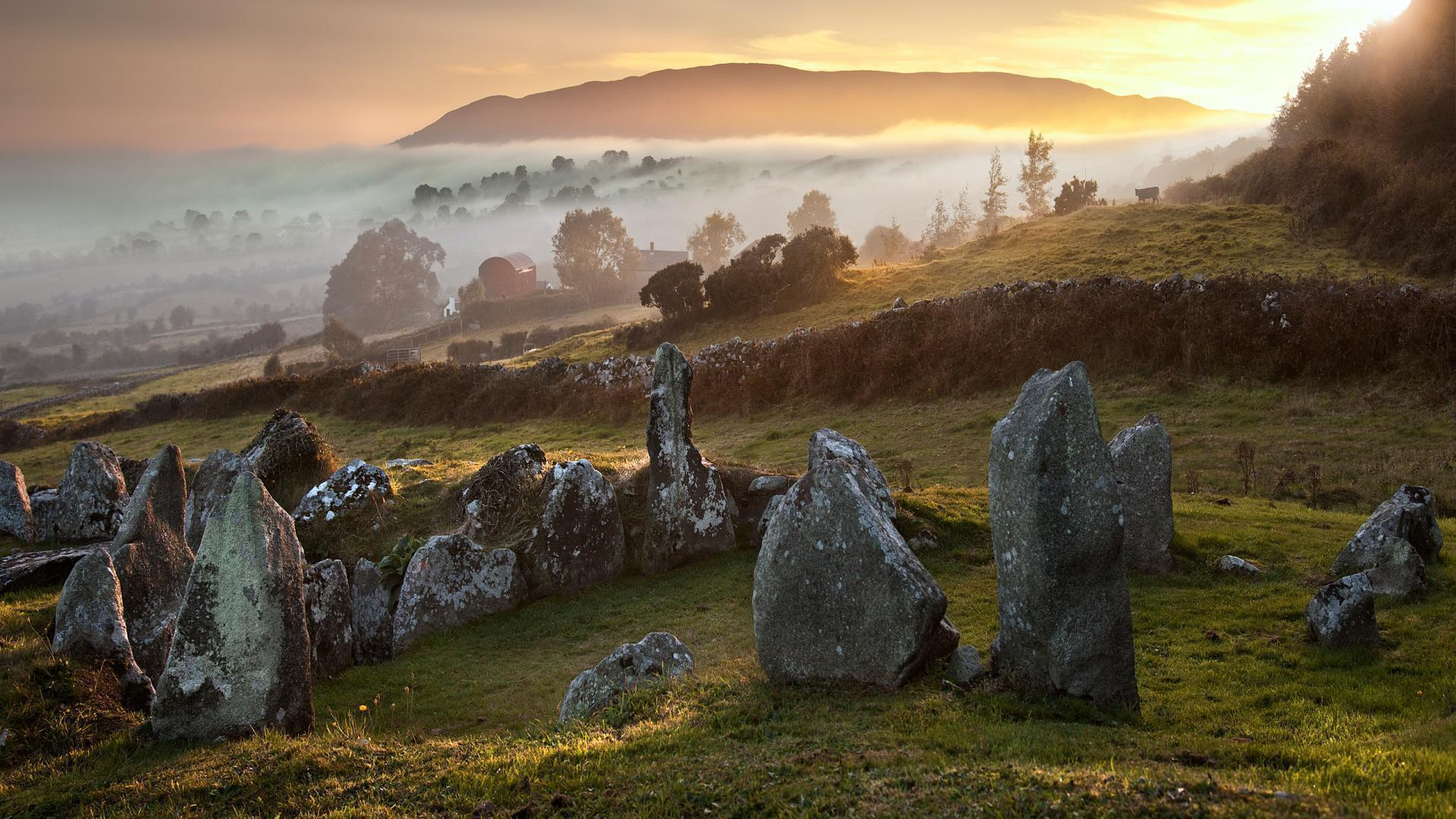 HD Gorgeous Sunrise On An English Rocky Countryside Wallpapers