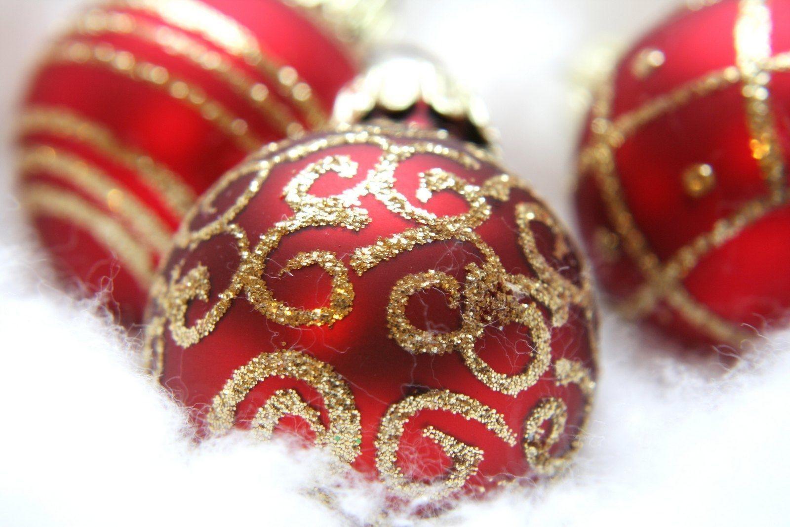 Fancy Red Ornaments Wallpaper