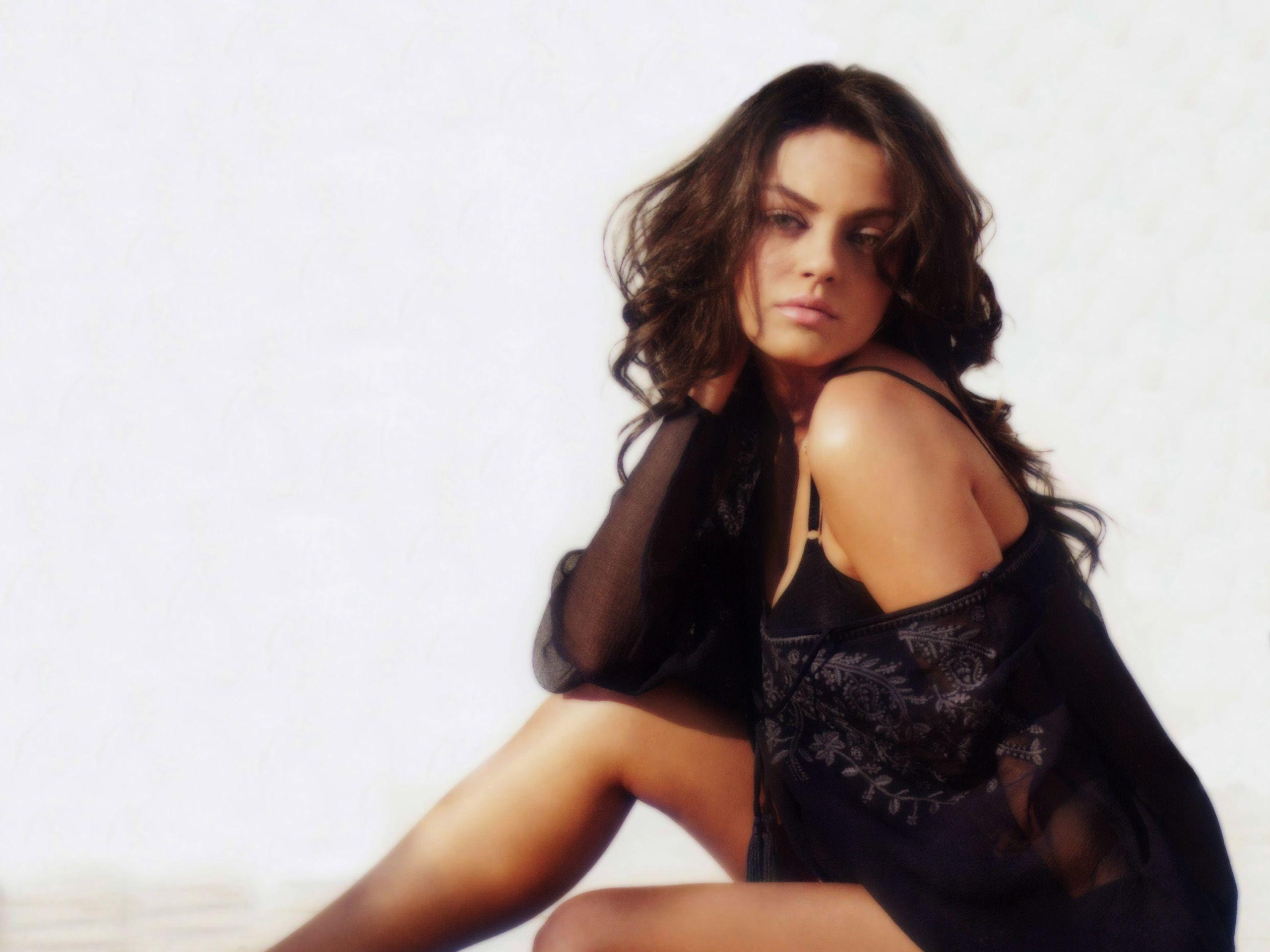 Mila Kunis Wallpaper 3 Backgrounds | Wallruru.