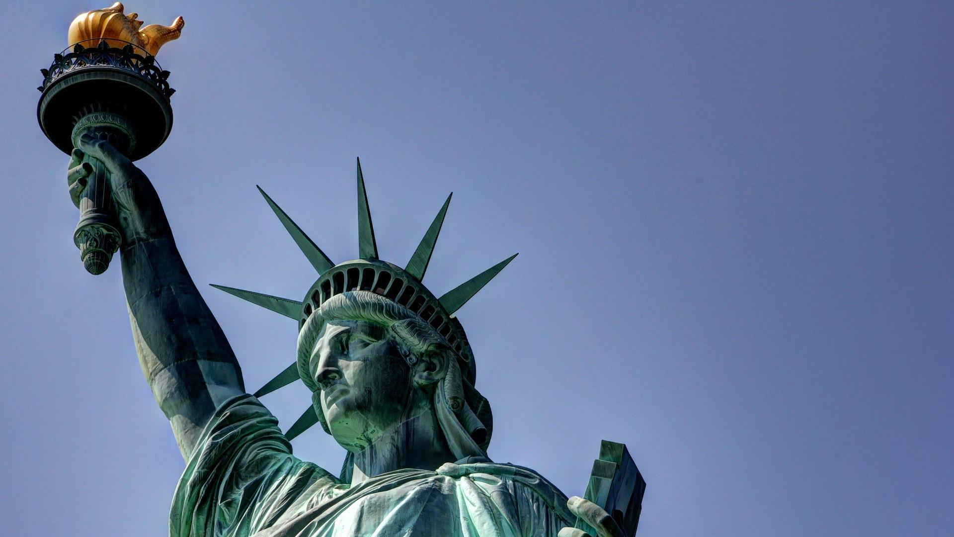 Statue Of Liberty On New York City Wallpapers M Wallpapers