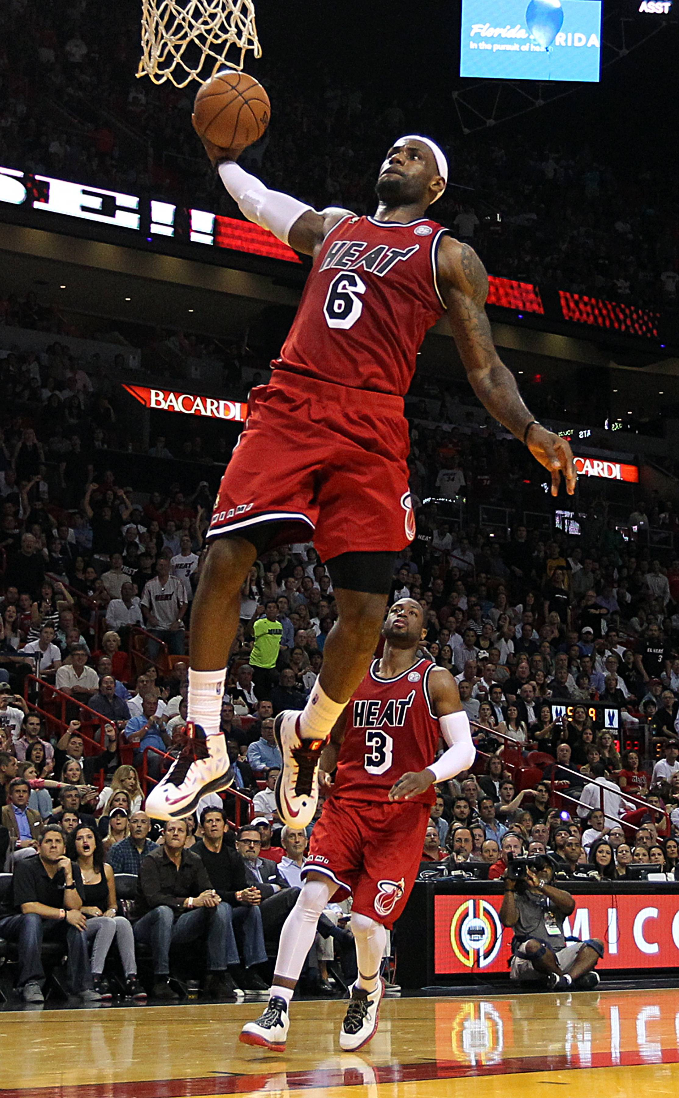 Lebron James Dunk 42 187900 High Definition Wallpapers