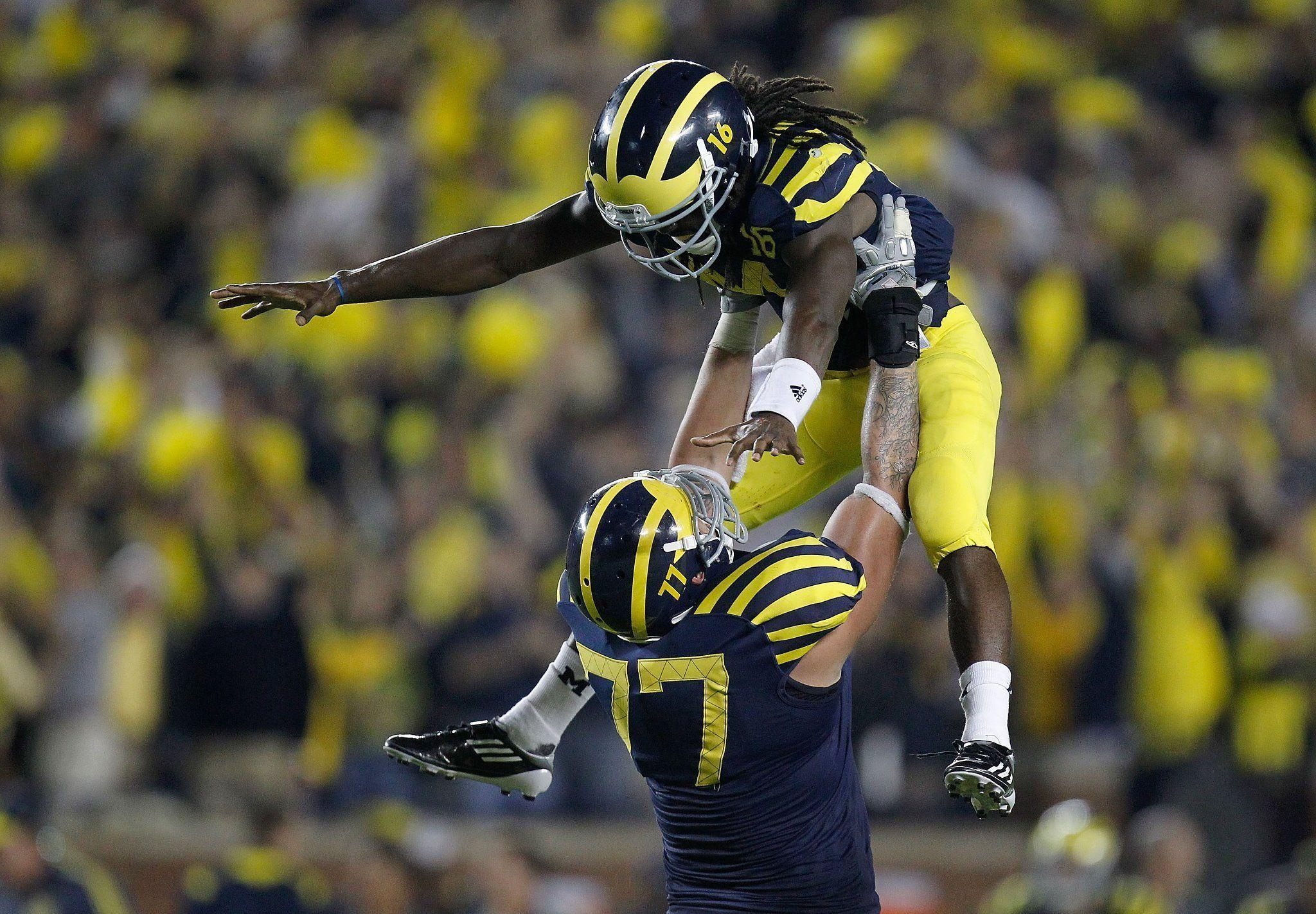 Awesome Michigan Wolverines Wallpaper: Denard Robinson Wallpapers