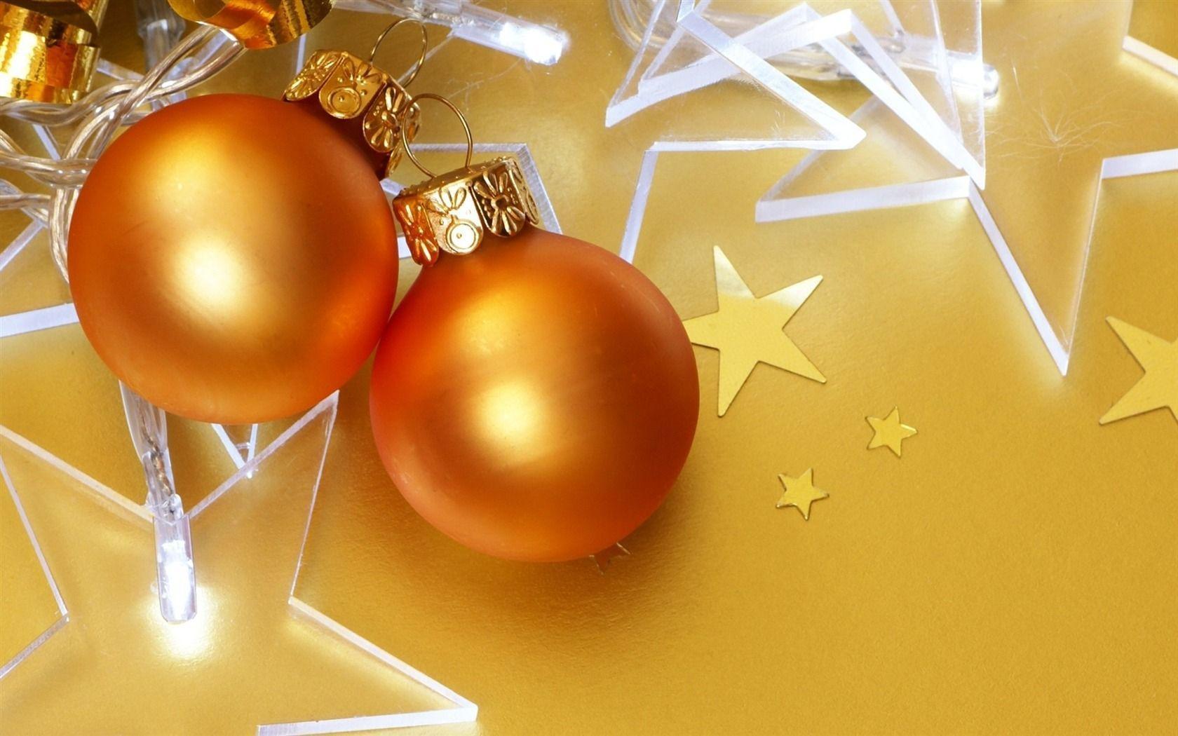 Christmas Tree Ornaments Wallpaper | trendminicraft.com