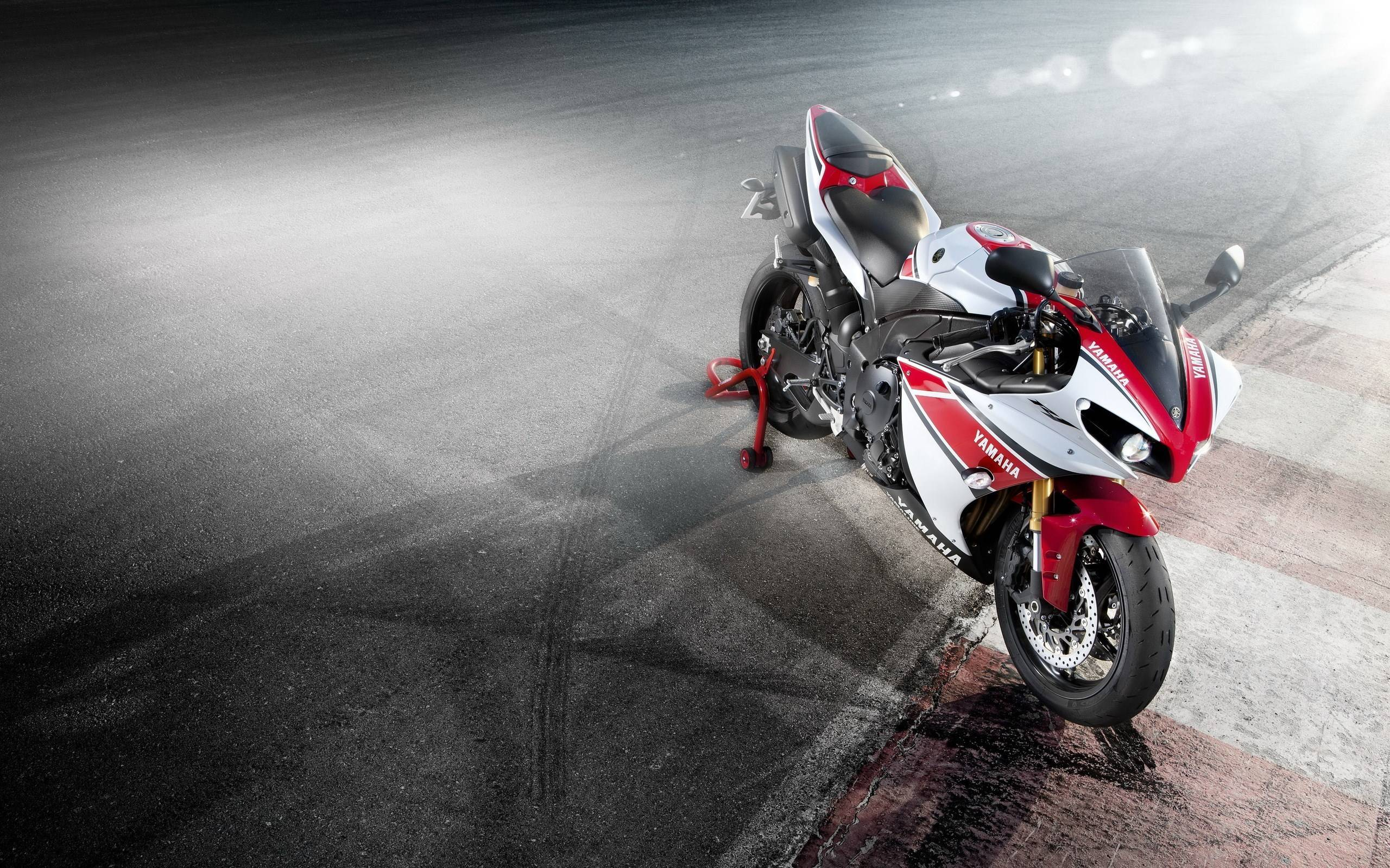 Yamaha r1 wallpapers wallpaper cave for Fond ecran r6