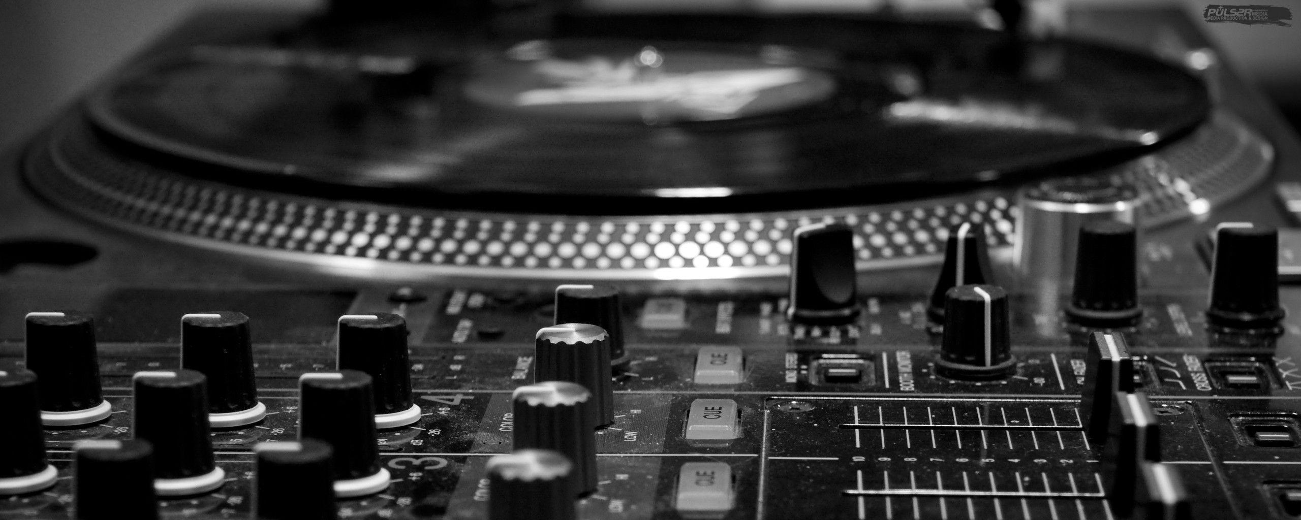 Dj turntable wallpapers wallpaper cave for Best old school house music