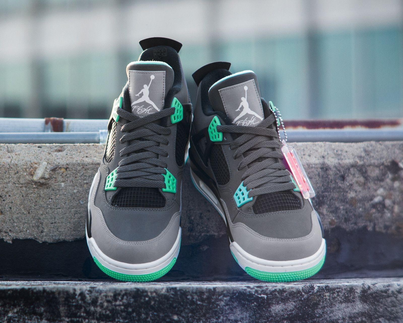 "Weekly Wallpaper: Air Jordan 4 ""Green Glow"""