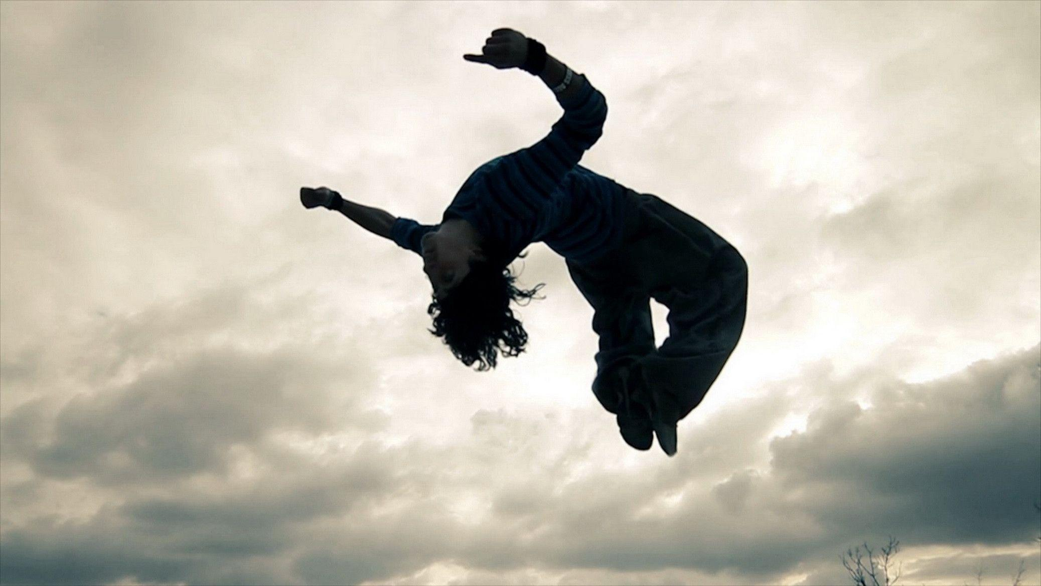 Parkour Flying from Window, Sports Wallpaper, hd phone wallpapers
