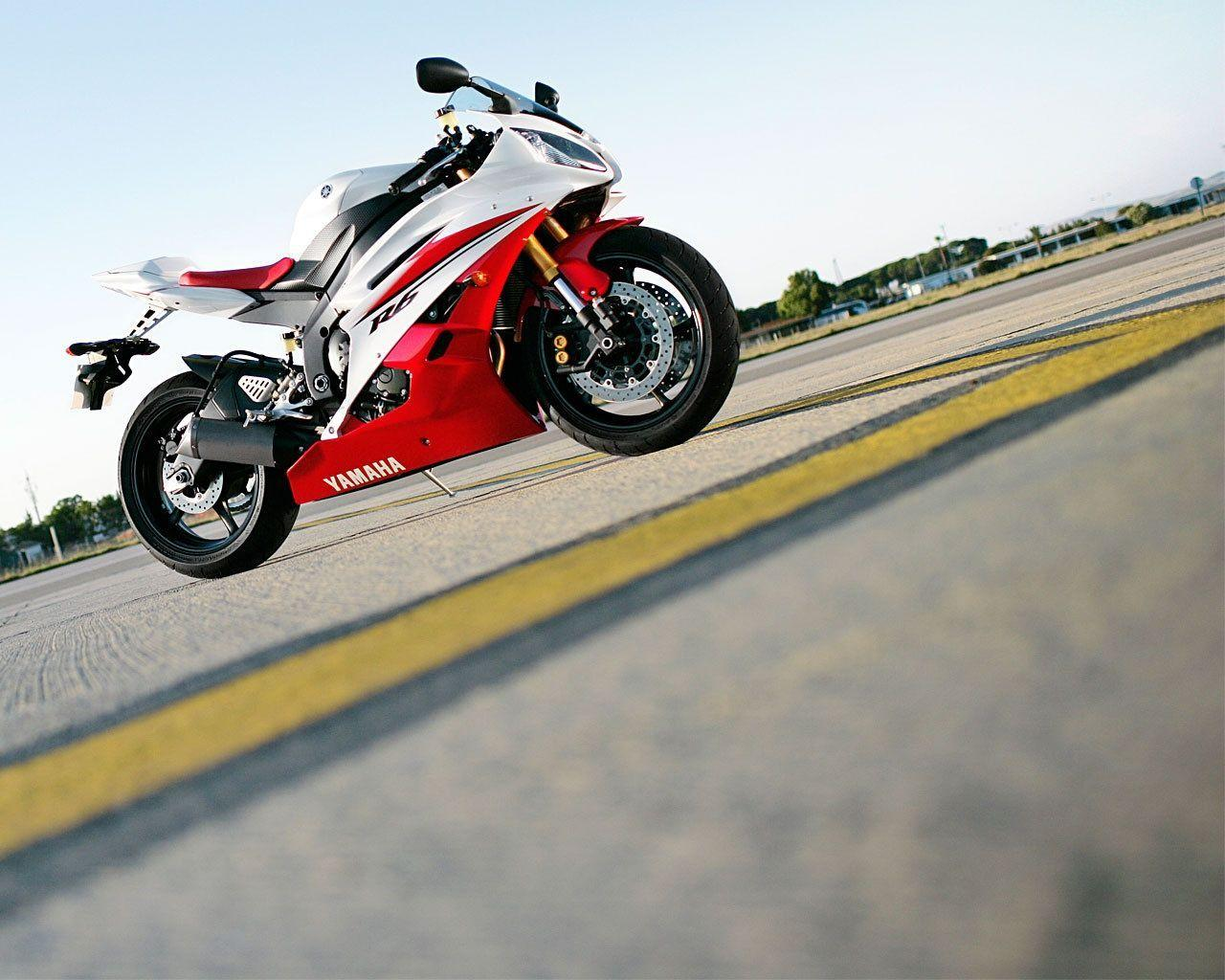 Yamaha R6S Red And White