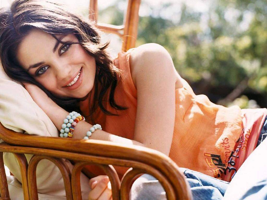 mila_wallpaper - Mila Kunis and Kristen Stewart Wallpaper ...