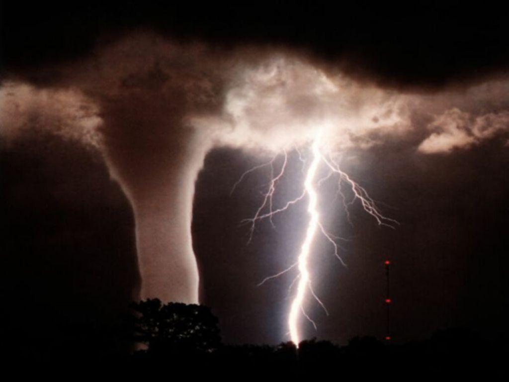 lightning strike wallpaper - photo #24