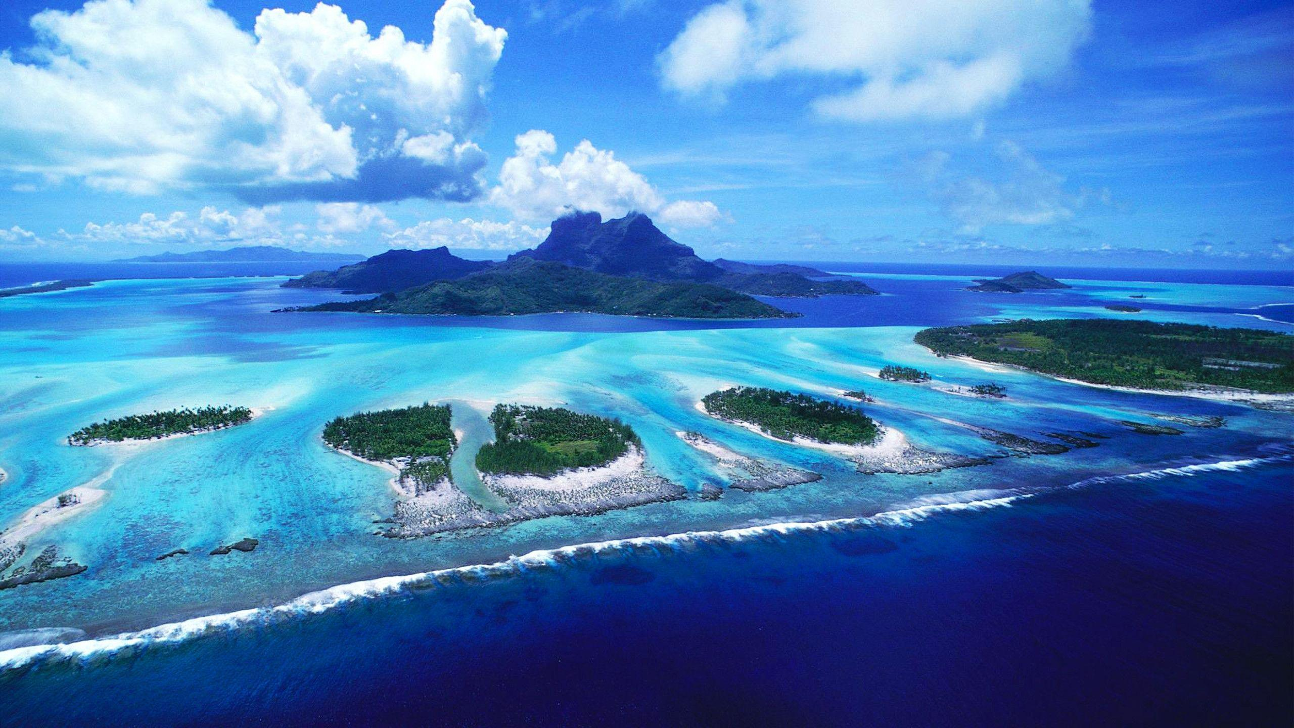 Awesome look on reefs of Bora Bora beach wallpapers