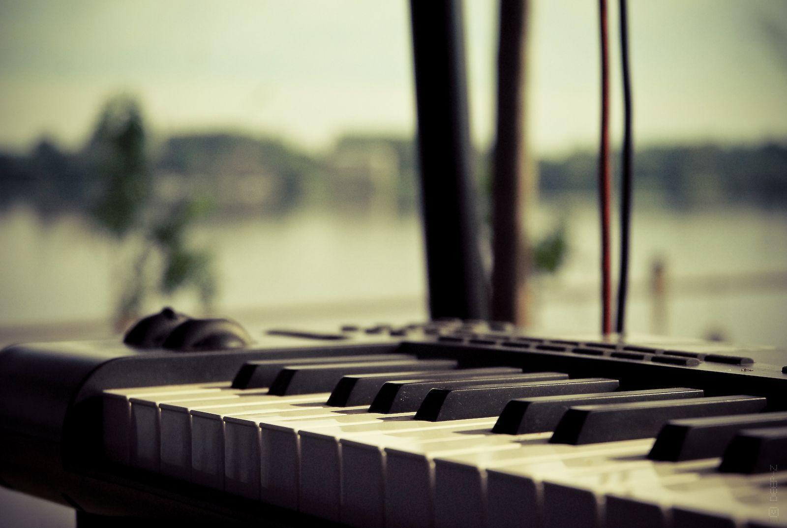 Music Keyboard Wallpapers