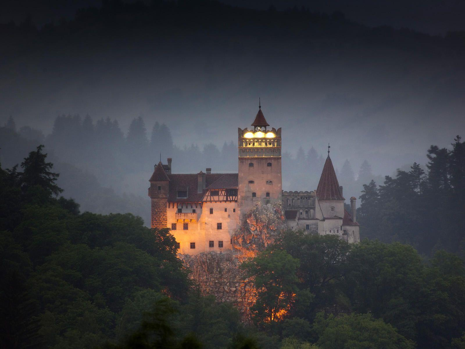 Draculas Castle, Bran, Transylvania, Romania Wallpapers Wallpapers