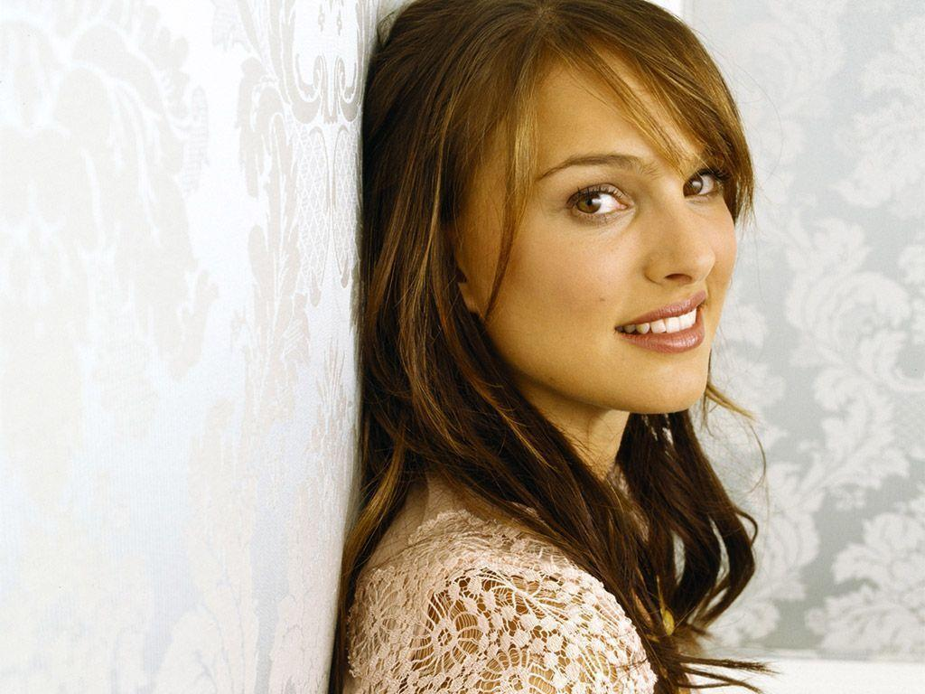 Natalie Portman wallpapers - Page 1 of 10 - Apnatimepass.