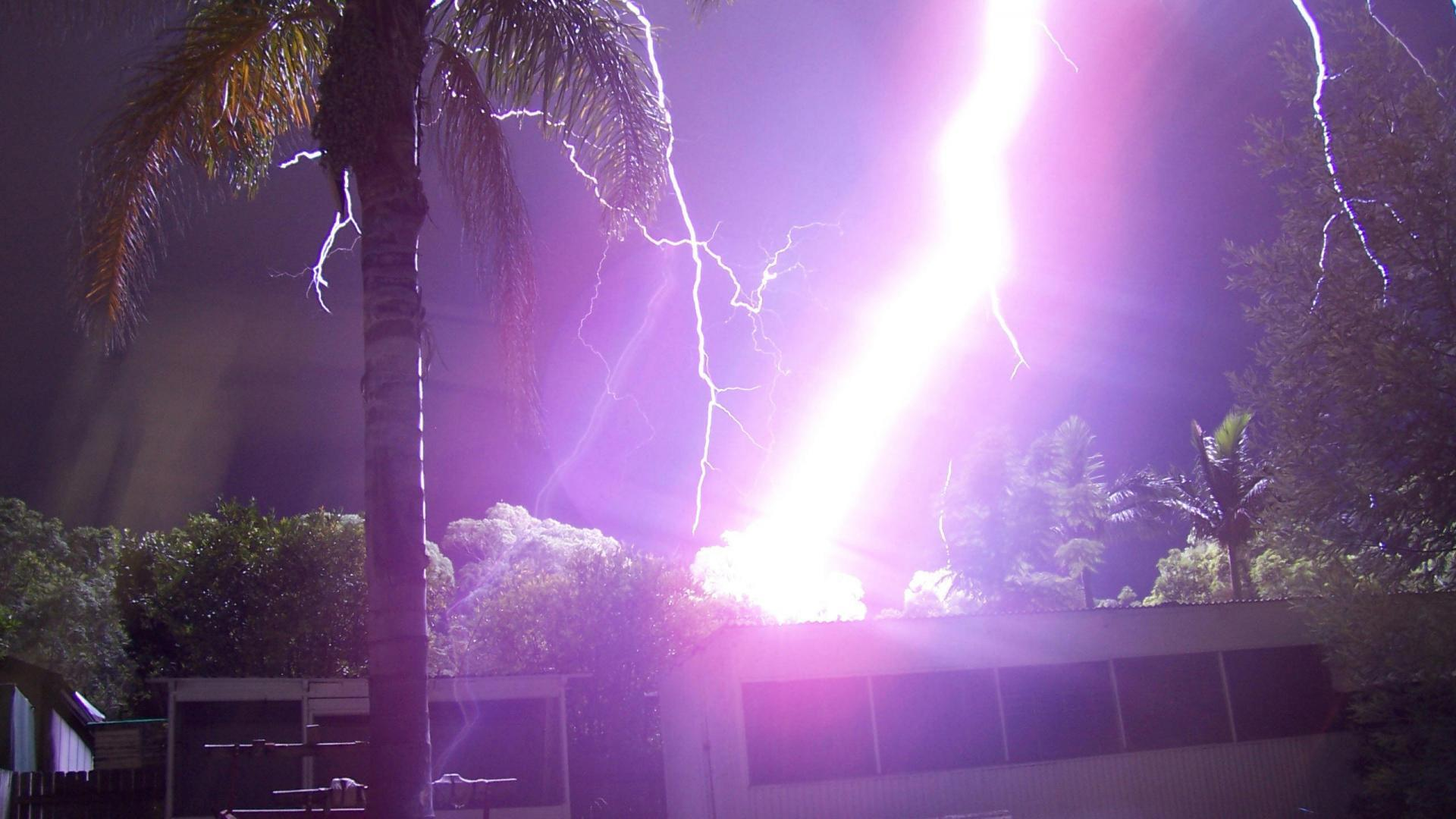 lightning strike wallpaper - photo #19