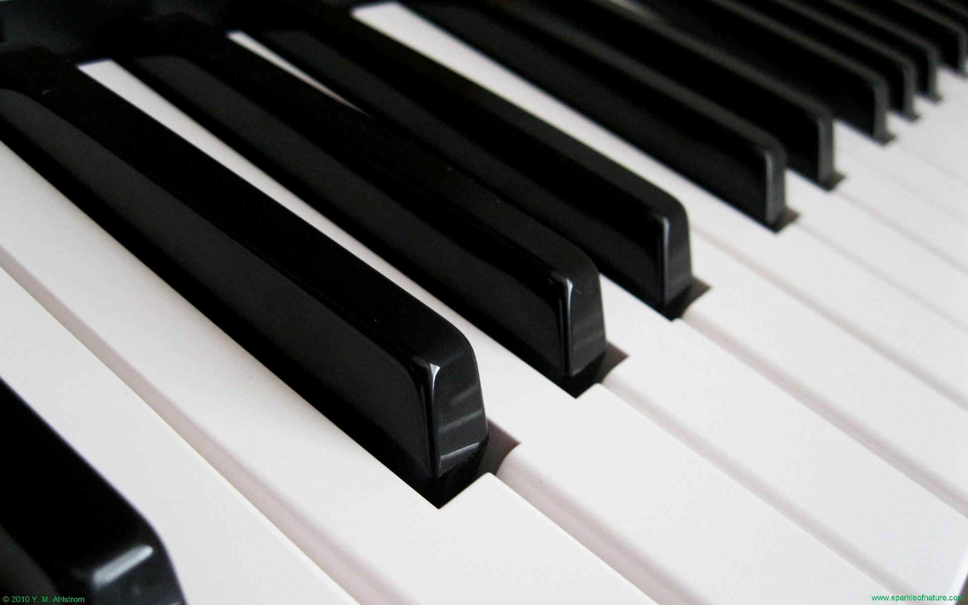 Piano Desktop Wallpaper