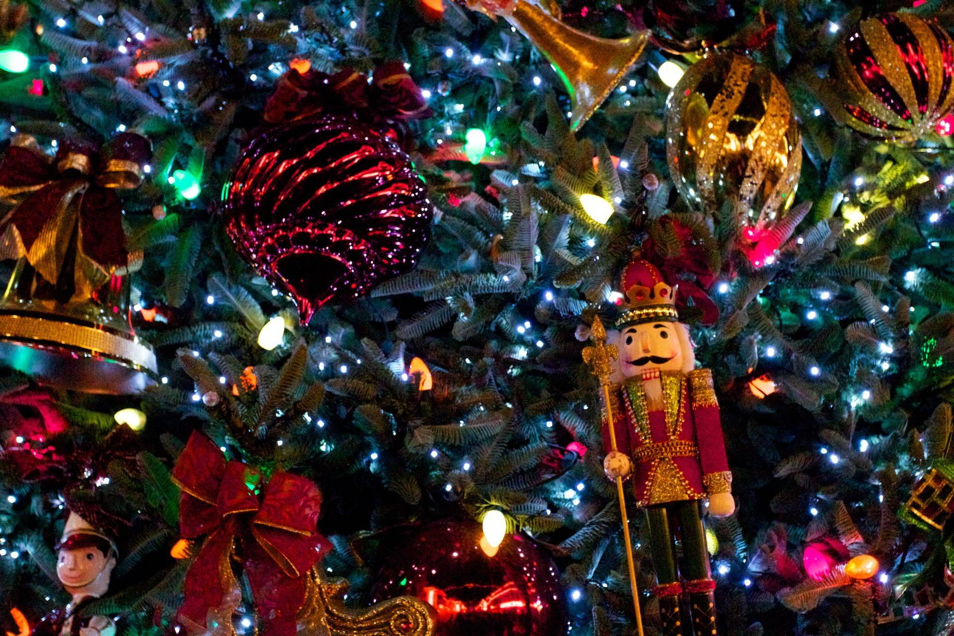 christmas tree with nutcracker desktop wallpaper 1920x1280px - Desktop Christmas Tree