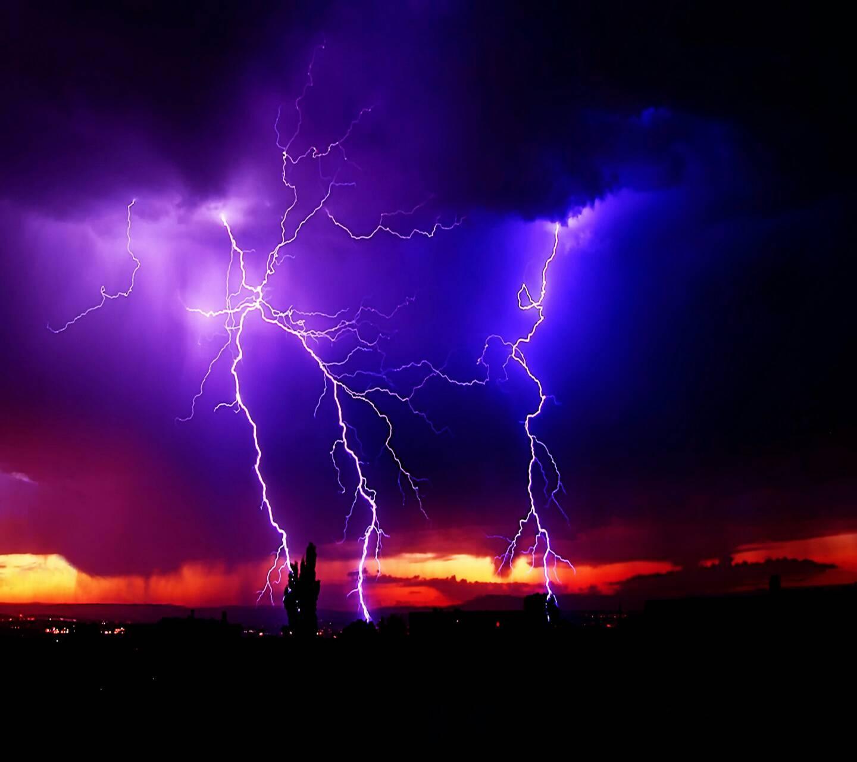 Pix For > Lightning Strike Wallpaper