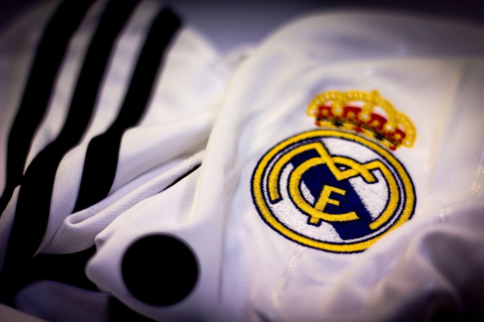 Cool Real Madrid Logo Wallpapers Free for Windows 1440x1080PX