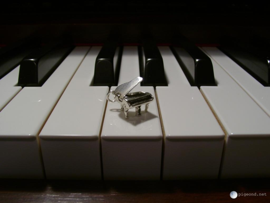 pigeond.net - wallpapers - piano