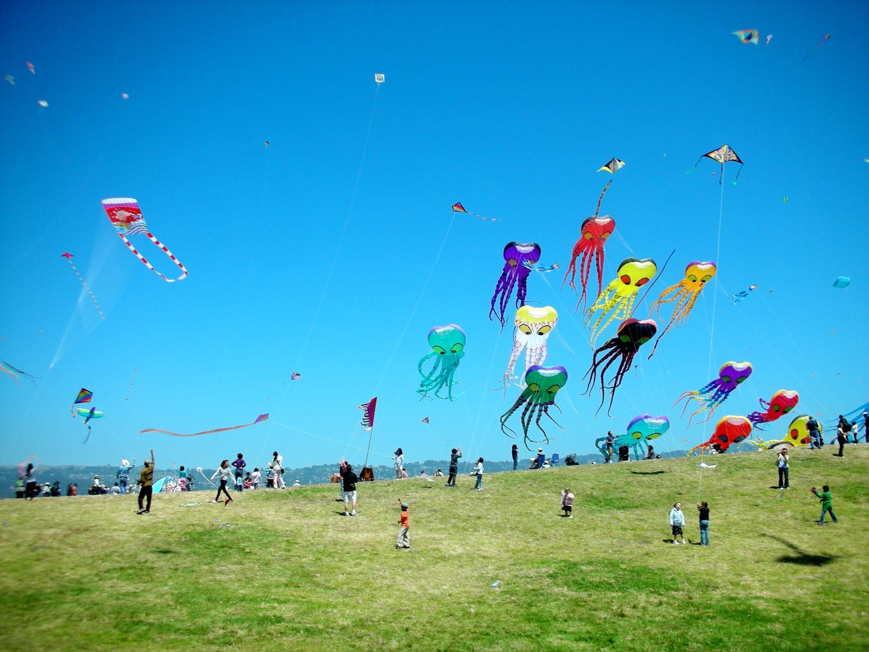 Kites in the sky wallpaper