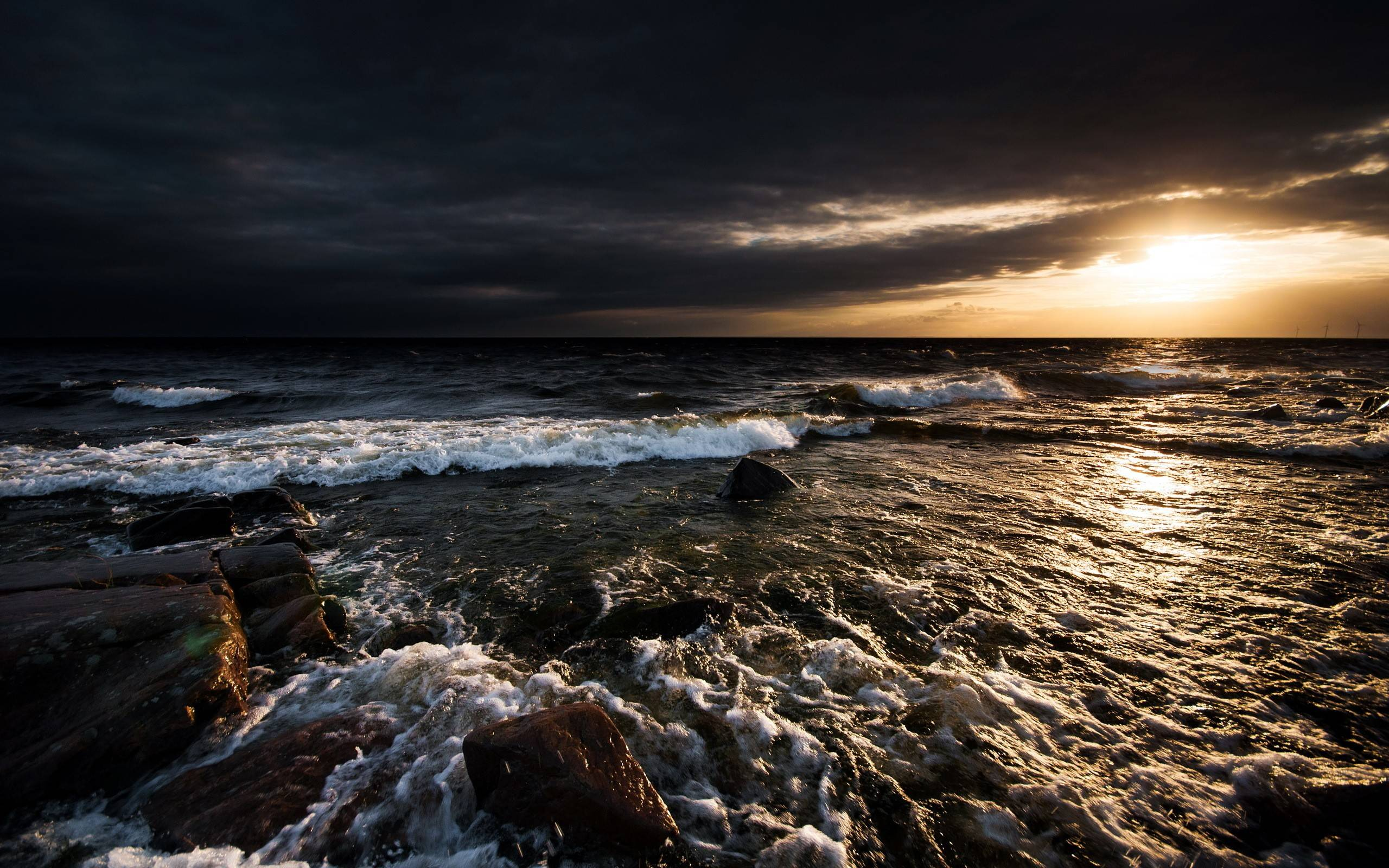 Daily Wallpaper: Stormy Waterscape