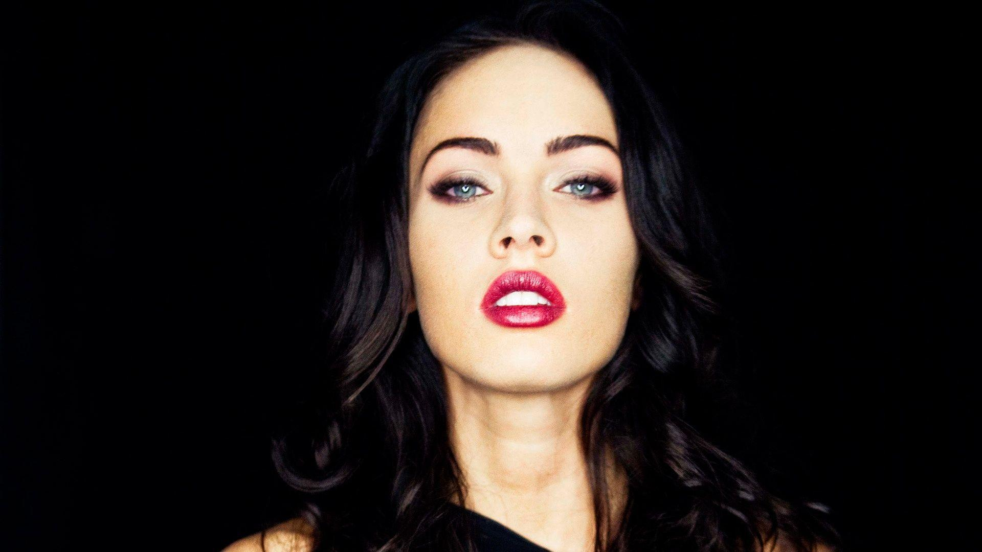Wallpapers For > Megan Fox Wallpaper
