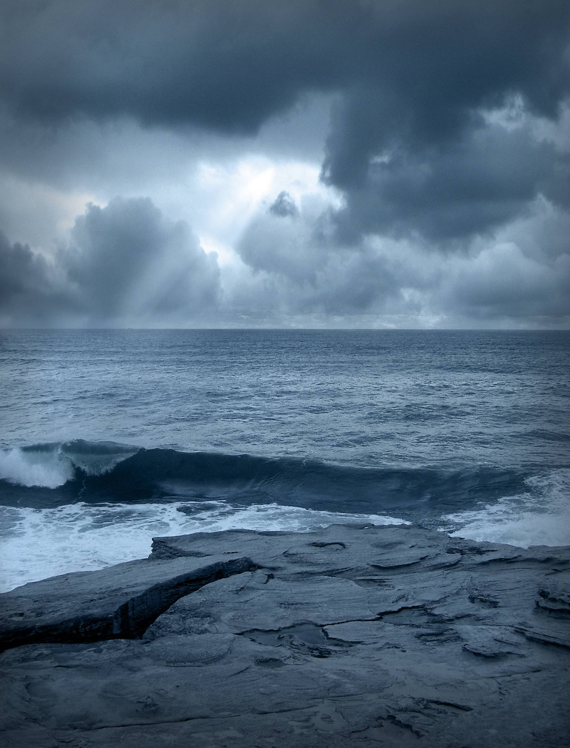 Wallpapers For > Stormy Ocean Iphone 5 Wallpapers