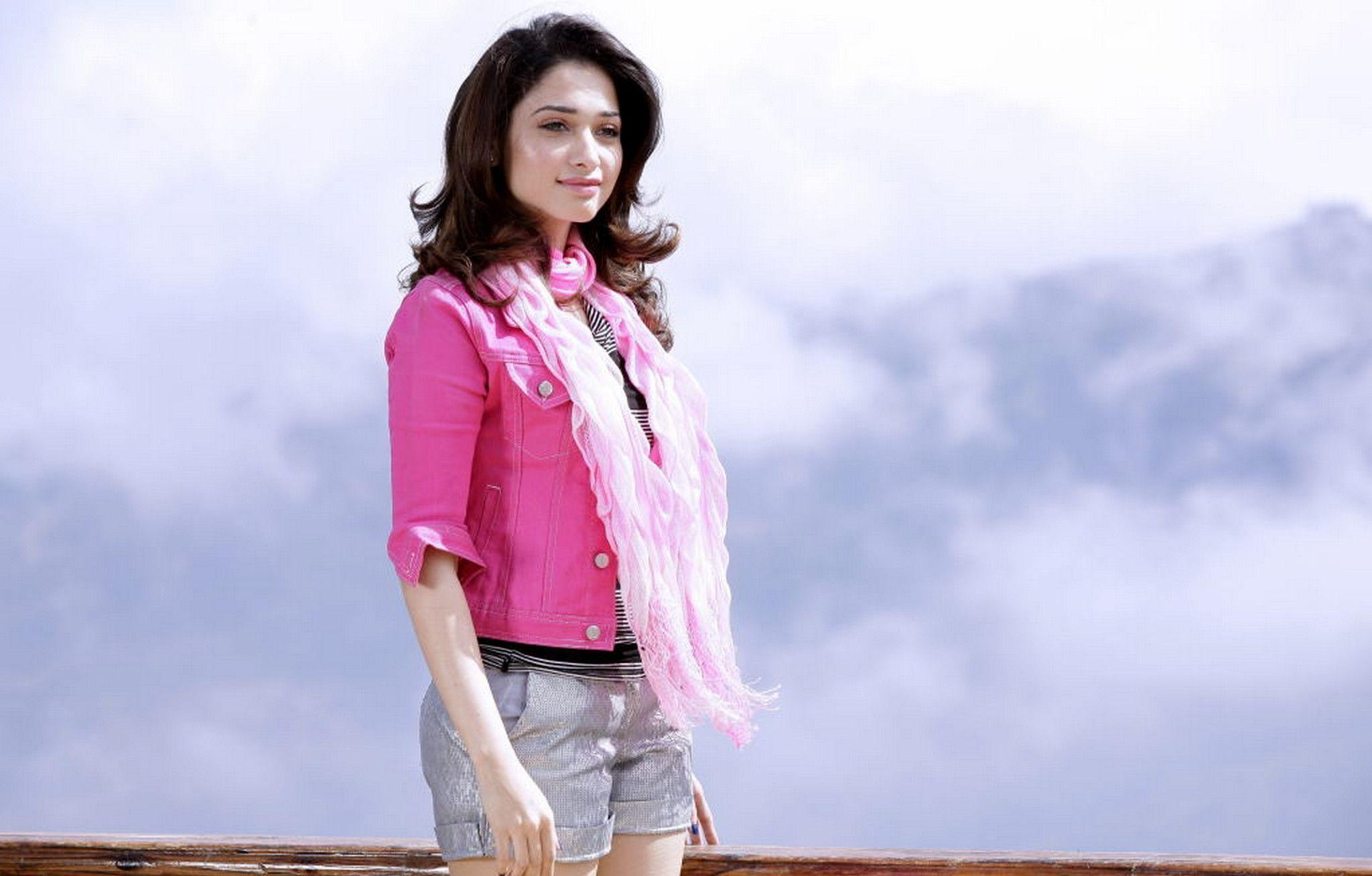 Glamours Tamanna bhatia HD wallpaper for download
