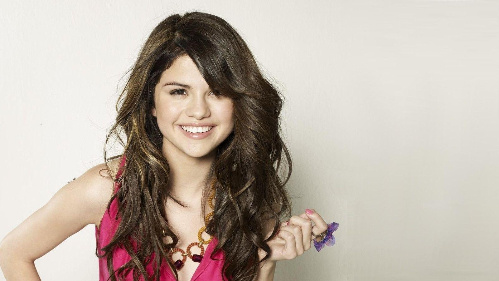 selena gomez hd wallpaper × Selena Gomez Hd Wallpapers