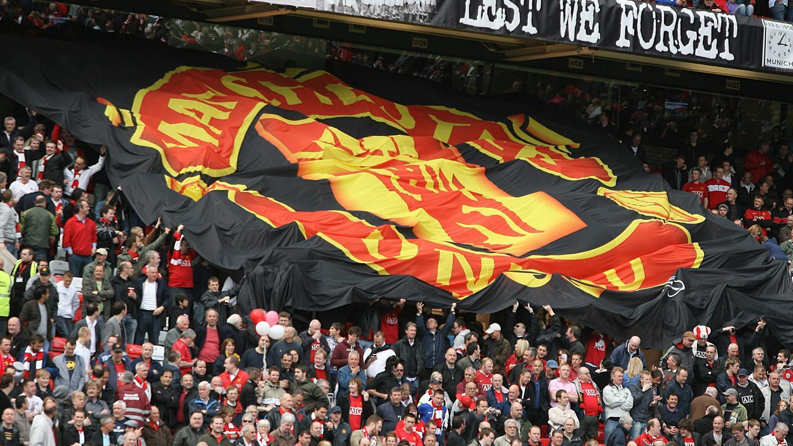 Manchester United fans desperate for last-day deals - Premier ...
