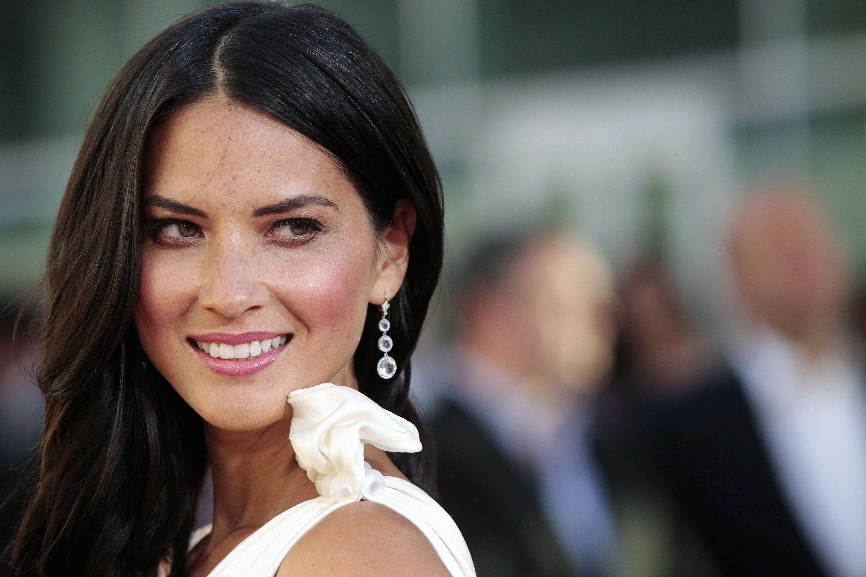 New Olivia Munn Celebrity White Dress Wallpapers HD for Desktop