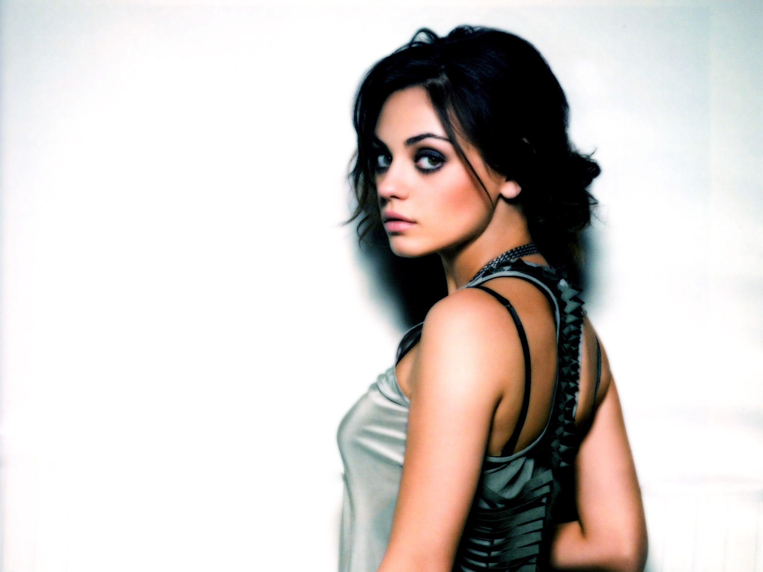 Mila Kunis Actress Exclusive HD Wallpapers #5061