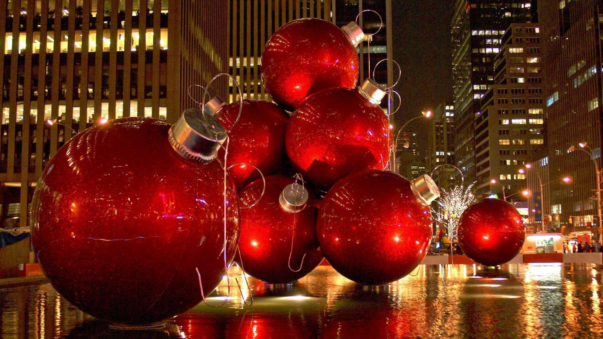 Giant Christmas ornaments in Manhattan Wallpapers #