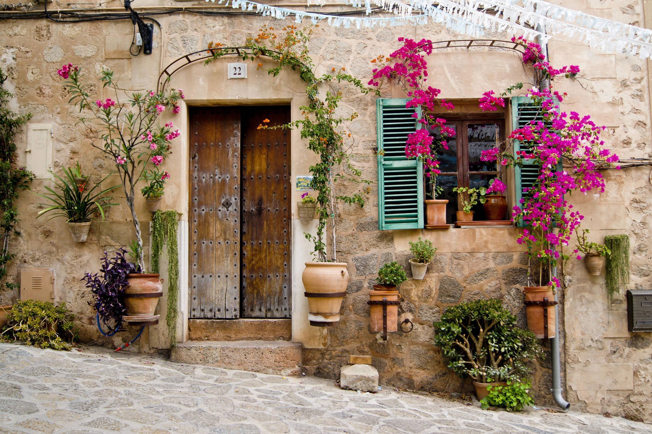 Provence wallpapers wallpaper cave for Beautiful classic houses
