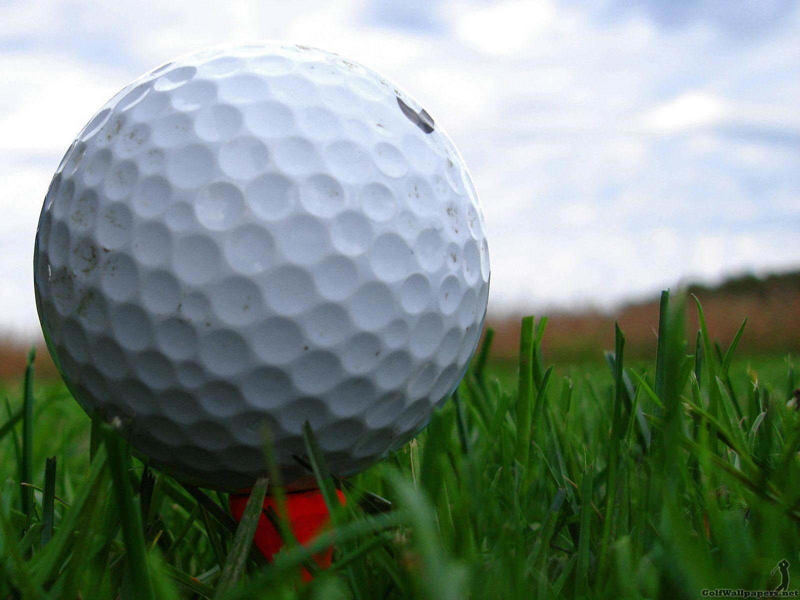 Golf ball on tee wallpaper