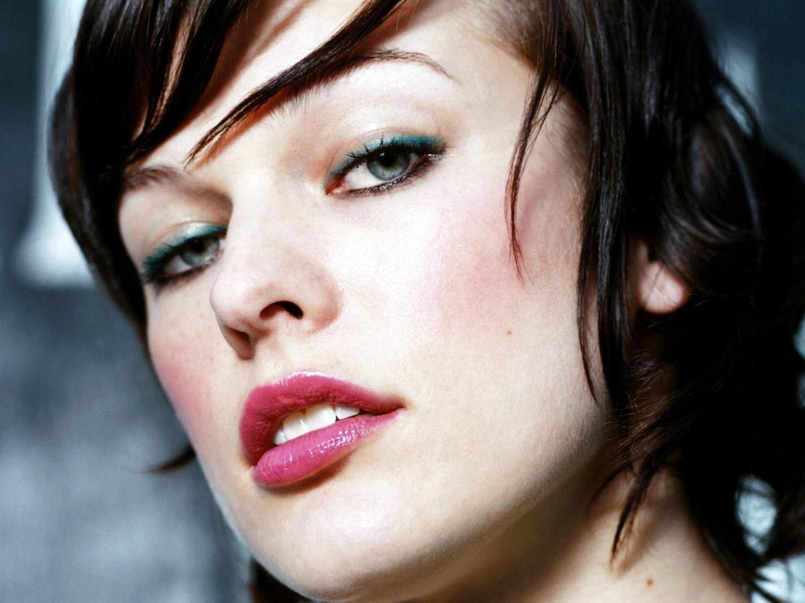 The Image of Actress Milla Jovovich 1600x1200 HD Wallpapers