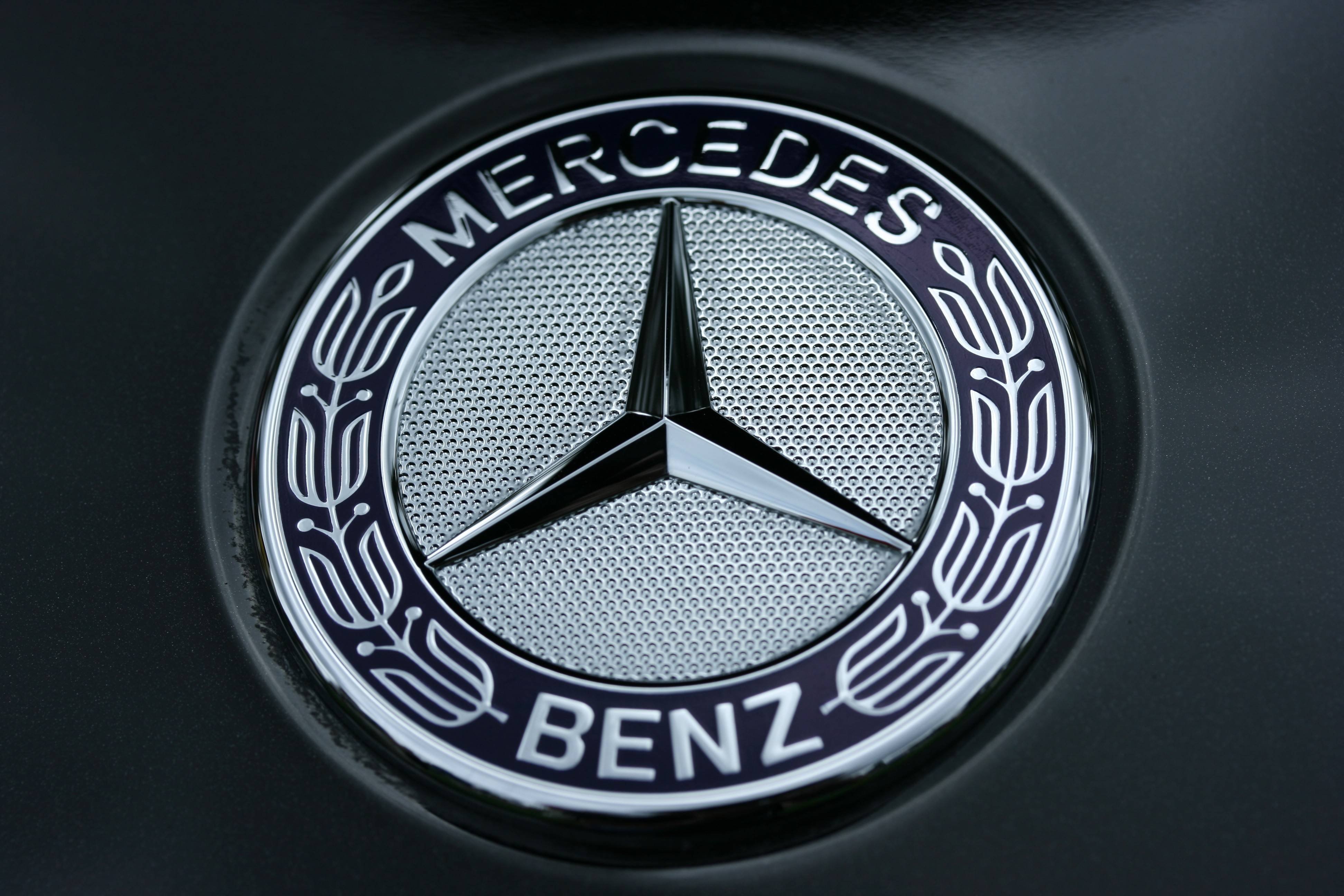 Free wallpapers logos wallpaper cave for Mercedes benz logo 3d