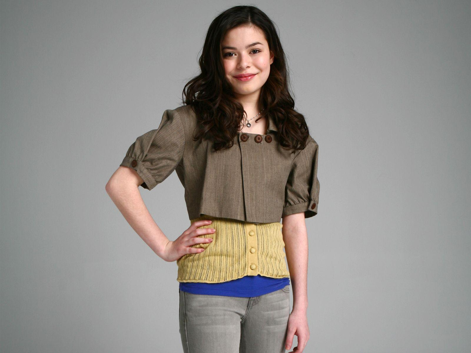 Miranda Cosgrove 13933979 likes 5655 talking about this Follow me at wwwtwittercommirandacosgrove Follow me at wwwinstagramcommirandacosgrove