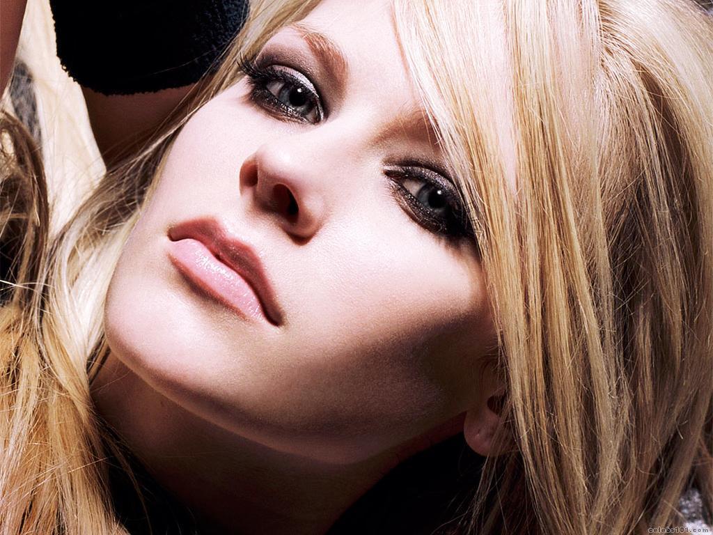Avril Lavigne Wallpaper Screensaver